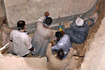 Археологи вскрыли загадочный черный саркофаг из Египта