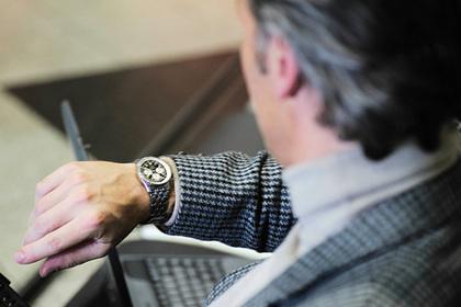 Мужчины начали носить сломанные часы ради стиля