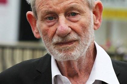 Пенсионер поборол двух грабителей бильярдным кием