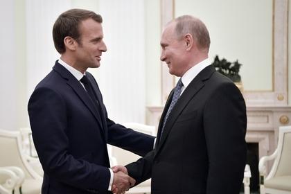 Путин иМакрон обсудили потелефону общую помощь вСирии
