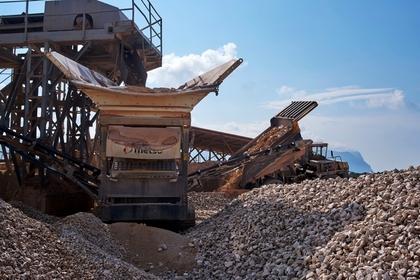 Рабочий попал под 80 тонн камней и выжил