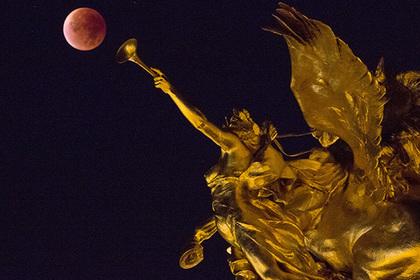 Затмение Луны заставило YouTube-проповедников уверовать в конец света
