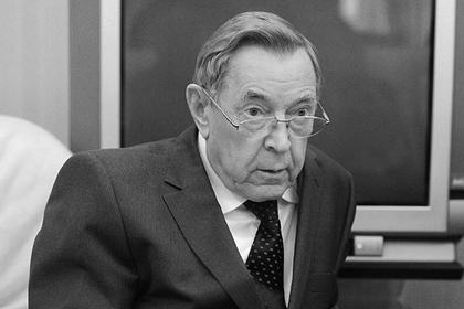 Умер один из создателей Конституции России