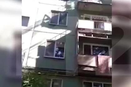 Россиянин показал коммунальщику аварийное состояние своего балкона, упал и умер