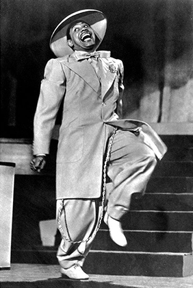Наиболее абсурдный вариант костюма зут представил в фильме «Дождливая погода» Кэб Кэллоуэй. Фильм стал одним из хитов американского проката 1943 года.