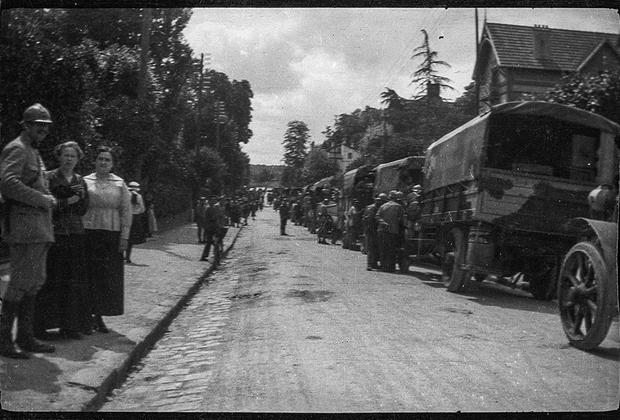 Отбытие артиллерийских войск на фронт.