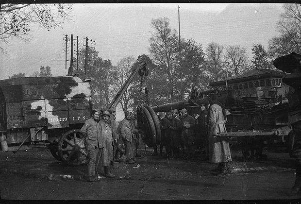 Сборка французского артиллерийского орудия.