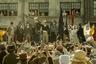 Живой классик британского кино Майк Ли самые интересные свои фильмы в последние двадцать лет снял в жанре исторической драмы («Уильям Тернер», «Кутерьма») — и именно с ним теперь возвращается и в венецианский конкурс. «Петерлоо» рассказывает историю случившейся 200 лет назад Манчестерской резни — когда вооруженное ополчение расстреляло толпу протестующих рабочих. Судя по трейлеру, речь идет о самом пока амбициозном фильме в славной карьере режиссера.