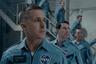 Со своим предыдущим фильмом «Ла-Ла Ленд» Дэмьен Шазелл собрал сотни миллионов долларов по всему миру и несколько «Оскаров» (а также оказался в центре самого удивительного скандала в истории премии). В центре его нового проекта вновь оказался Райан Гослинг — но задача перед ним стояла несколько более серьезная: он заметно перевоплотился для роли первого человека на луне, астронавта Нила Армстронга. Как и несколько лет назад «Ла-Ла Ленд», «Человек на Луне» при этом станет фильмом открытия Венецианского фестиваля.