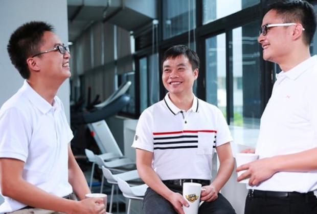 Генри Ся (слева)