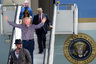 «Ким Кардашьян говорит о тюремной реформе с Трампом? [Актер] Дэнни Дайер назвал [бывшего британского премьер-министра Дэвида] Кэмерона twat (слово означает женский половой орган— <i>прим. «Ленты.ру»</i>) перед [членом парламента Джереми Корбином] и Памелой Андерсон? Миры размываются», — констатирует Спенсер, документирующий это доселе немыслимое искривление мира с помощью смешных картинок, которые когда-нибудь могут стать правдой.