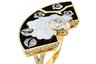 Изысканный орнамент кольца Fleur de Laque с черным лаком, перламутром и бриллиантами из новой высокой ювелирной коллекции Coromandel навеян разом и ориентальными изображениями знаменитых коромандельских ширм из квартиры Шанель на рю Камбон, и лаконичными мотивами ар-деко.