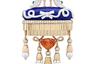 Брошь в форме подушки с туфельками на ней символизирует атрибут из сказки братьев Гримм «12 танцующих принцесс» — бальные башмачки, которые еженощно стаптывали принцессы. Подушка сделана из лазурита, а внизу ее украшают жемчужины и крупный, почти 7-каратный оранжевый гранат-спессартин.