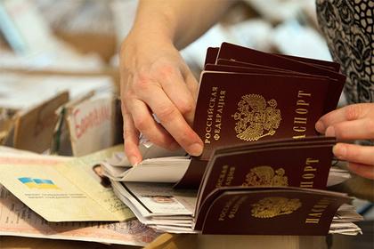 Россияне оказались под угрозой депортации из-за крымских паспортов