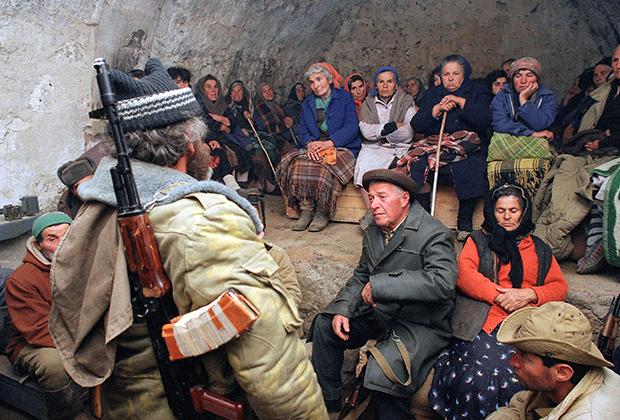 1993 год. Жители Карабаха скрываются от обстрела азербайджанской артиллерии