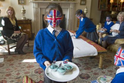 Дети российских олигархов начали покидать британские школы