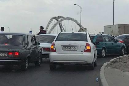 Премьер-министр Азербайджана по пути на работу спас самоубийцу