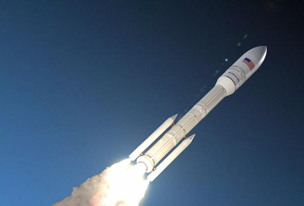 Первые две ступени ракеты OmegA получат ракетные двигатели твердого топлива, третью оснастят жидкостным силовым агрегатом. В максимальной конфигурации (шесть боковых ускорителей на первой ступени) носитель рассчитан на выведение до 7,8 тонны на геопереходную орбиту. <br> <br> Разработчиком и производителем OmegA выступает аэрокосмическая компания Orbital ATK, которую в 2018 году поглотила американская военно-промышленная корпорация Northrop Grumman. В результате этого Orbital ATK превратилась в Northrop Grumman Innovation Systems (одно из четырех подразделений Northrop Grumman). <br> <br> Сегодня Northrop Grumman Innovation Systems располагает средней ракетой Antares (с парой российских двигателей РД-181 на первой ступени) и грузовым кораблем Cygnus. В компании рассчитывают запустить версию носителя с двумя боковыми ускорителями в 2021-м, а с шестью — в 2024-м.
