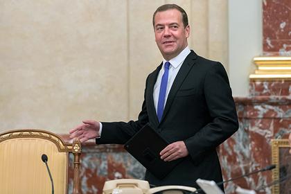 Без сроков закартель: очем бизнес попросил Медведева