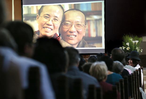 Китайский диссидент Лю Сяобо с женой Лю Ся