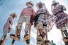 «Этих танцоров называют zancudos— длинноногие, — объясняет мексиканский инженер Хесус Эрнандес, снявший эту сцену в Оахаке. — Поскольку они такие высокие, неизбежно придется посмотреть на них снизу вверх и щелкнуть несколько кадров».