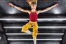 Берлинский фотограф Тхай Хоанг сфотографировал танцовщицу, в конце сложной съемки прикорнувшую на лестнице железнодорожной станции.