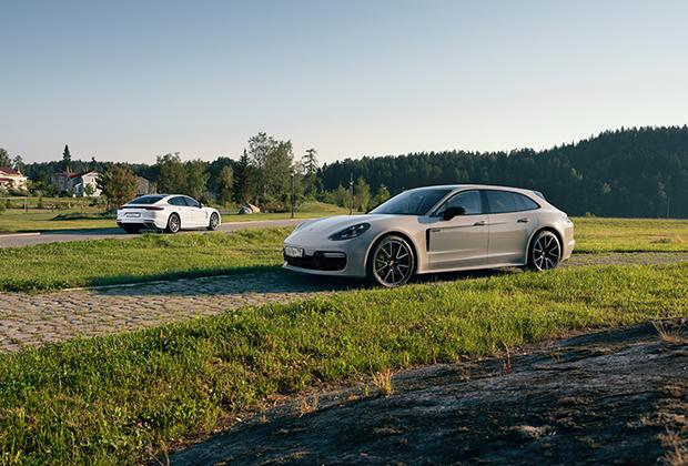 Panamera Turbo S E-Hybrid — не простой гибрид, а подзаряжаемый. Его батарею можно пополнить от бытовой сети, просто включив в розетку. На одной электротяге, не запуская бензиновый двигатель, Porsche может пройти до 50 километров.
