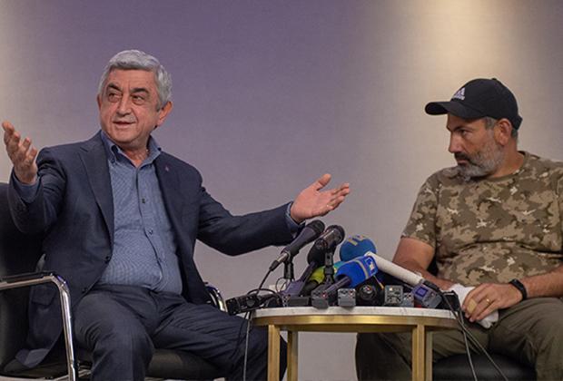Серж Саргсян (слева) и Никол Пашинян