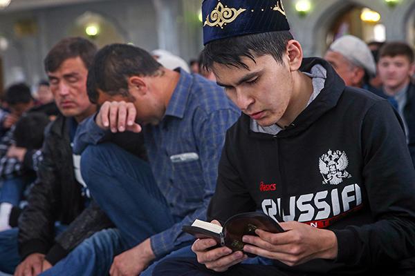 Они приняли ислам и стали изгоями. Русские мусульмане — о жизни в России: Общество: Россия: Lenta.ru
