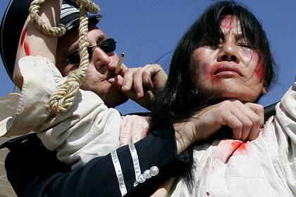 Костюмированная акция против китайского правительства