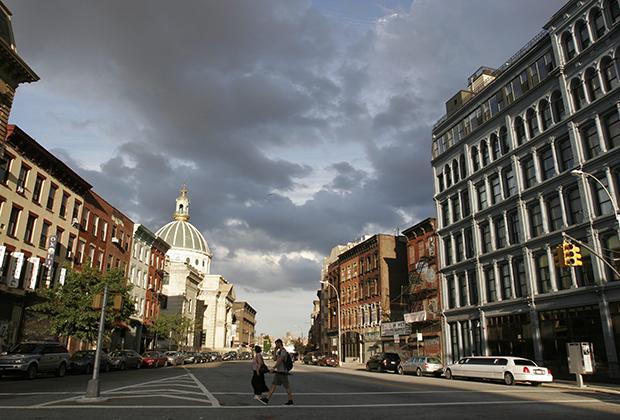 Место, где все начиналось, — район Бруклина Уильямсберг, ставший в начале XXI века центром притяжения богемной молодежи.