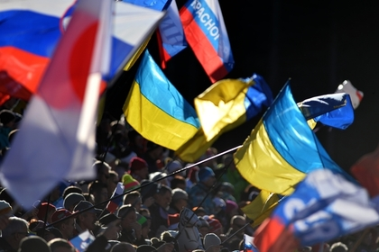 Флаги Украины и России на Кубке мира по биатлону