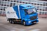 """Mercedes-Benz eActros <a href=""""https://facts.daimler.com/en/trucks/product-range/mercedes-benz/e-actros/"""" target=""""_blank"""">выпускается</a> концерном Daimler с 2016 года, когда первые несколько десятков грузовиков были поставлены заказчикам. Грузовики выпускаются в двух версиях, в зависимости от грузоподъемности — 18 и 25 тонн соответственно. Одного заряда хватит на то, чтобы проехать 200 километров. Причем компания уже готовится к старту продаж от Tesla, <a href=""""https://www.teslarati.com/tesla-semi-daimler-competition-actro-electric-truck/"""" target=""""_blank"""">подготовив</a> рестайлинг и обновление модели."""