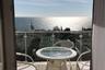 Дешевле — в 20 тысяч рублей/сутки — обойдется коттедж на берегу моря в поселке городского типа Никита. Дом расположен на закрытой территории и хорошо охраняется. Вид с балкона потрясающий.