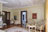 Этот дом в Ливадии оценили в 45 тысяч в сутки. Общая площадь — 950 квадратных метров. «Выполнен дорогостоящий дизайнерский ремонт. Дорогостоящие материалы, розовый мрамор, муранское стекло», — говорится в описании. Все, что мы так долго ждали.