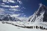 Гора Чогори, известная в Европе как K2, ниже Джомолунгмы более чем на 200 метров. Но подняться на нее куда сложнее — если Эверест покорило более 8300 человек, то вершины К2 достигли лишь 302 альпиниста. При этом Джомолунгма унесла жизни 280 человек, а Чогори — 77 человек. Таким образом, при штурме К2 погибает каждый пятый альпинист!