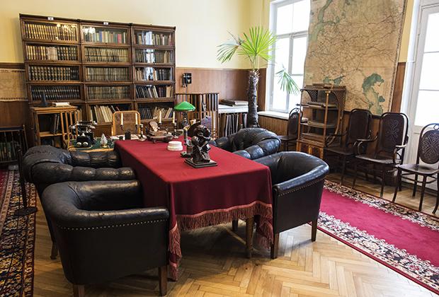 Рабочий кабинет в музее «Кабинет и квартира В.И.Ленина в Кремле»