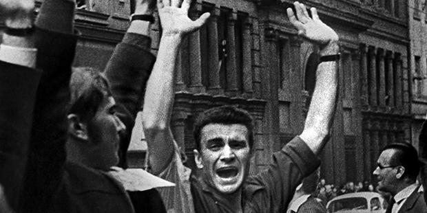 На улицах Праги в дни событий 1968 года в Чехословакии
