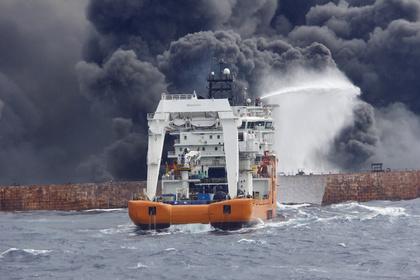 Нефтяной танкер загорелся у берегов Японии
