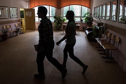 Директор российской школы поплатилась за унижение отказавшегося платить ученика