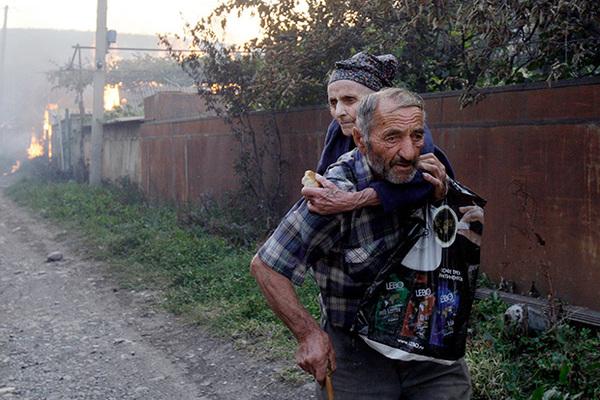 «Соседи с криками хватали детей, грузились в машины и уезжали»