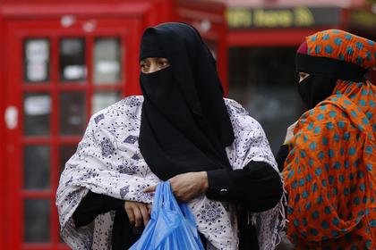 Сравнение Джонсоном мусульманок вбурках спочтовыми ящиками оскорбительно, считает британский министр