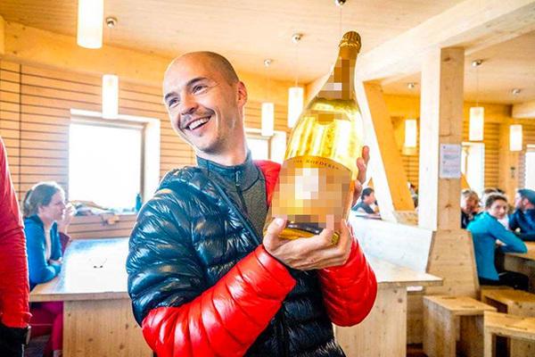Установлена личность выпивавшего на Монблане россиянина