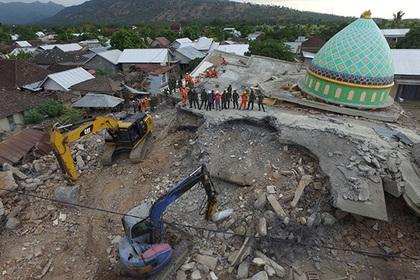 Жертв землетрясения в Индонезии оказалось втрое больше