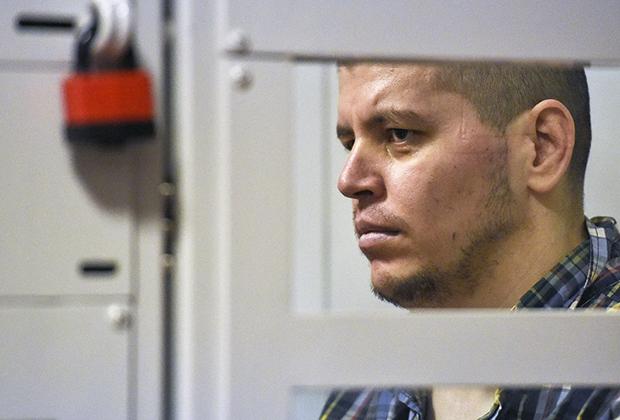 Член банды GTA Хазратхон Додохонов (Фарход), обвиняемый в убийствах и нападениях на водителей на подмосковных трассах, на заседании Московского областного суда