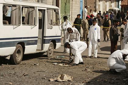 Непонятный авиаудар убил десятки детей в автобусе