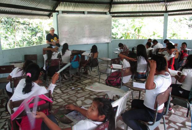 В католической школе для детей индейцев. Преподаватели жалуются, что воспитанники не могут сосредоточиться на учебе