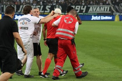 Фанаты разбили голову арбитру во время матча Лиги Европы