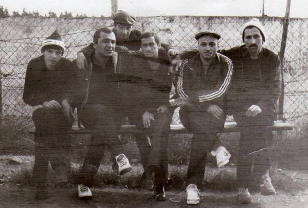 Впереди: Гела Кипиани, Тариэл Ониани, Темури Немсицверидзе (Црипа), Автандил Чихладзе (Квежо), Вато Чочия, 1985 год, Грузия, ИТК-46. Цулукидзе
