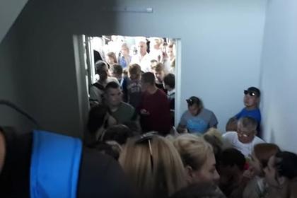 Белорусы устроили давку на открытии секонд-хенда